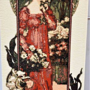 lady-in-frame-full-height-pattern